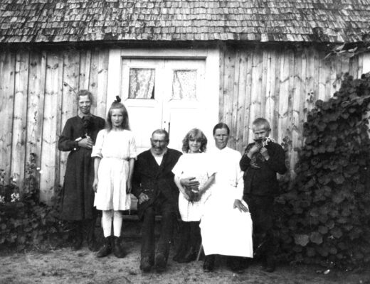 Selma på backen med familj